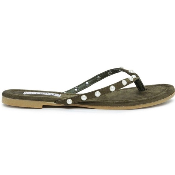 464a248d7290 Cape Robbin Pearly Olive Thong Sandals Size 6